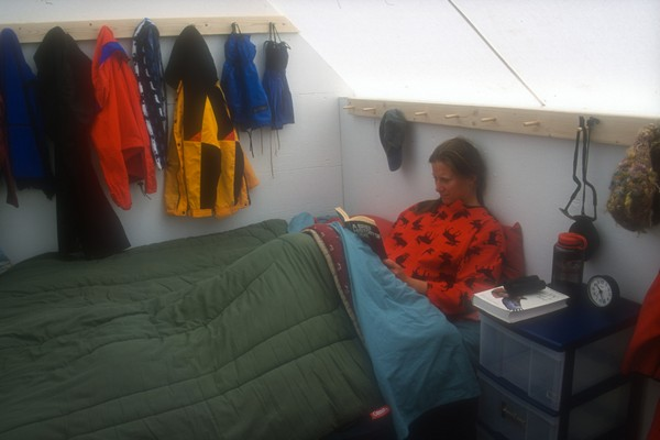 The sleeping huts can be set up with a double bed