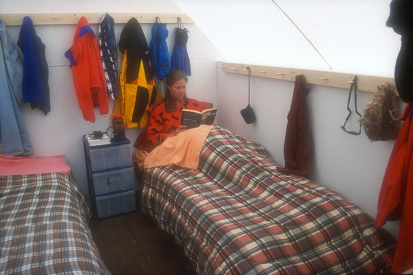 The sleeping huts can be set up with two single beds